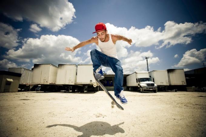 Как научиться ездить на скейтборде