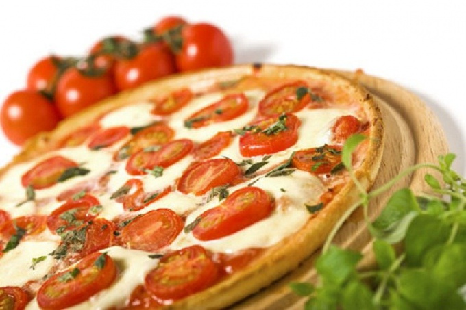 """Как приготовить пиццу """"Маргарита"""""""