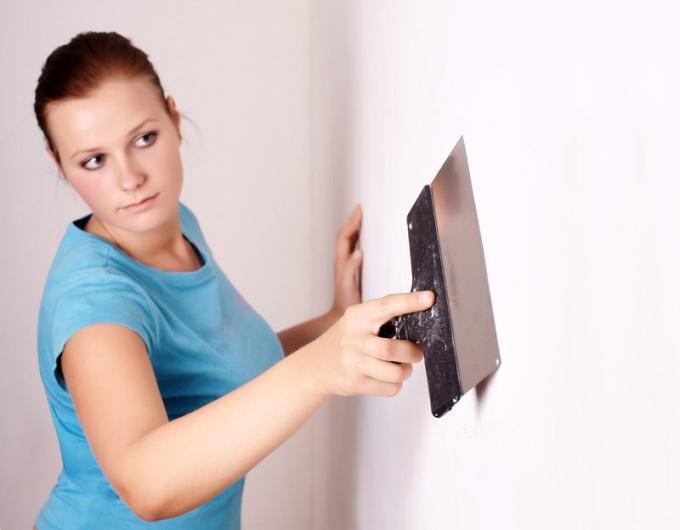 Как выравнивать стены и потолок