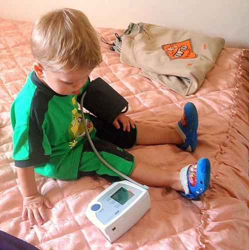 Как определить давление у детей