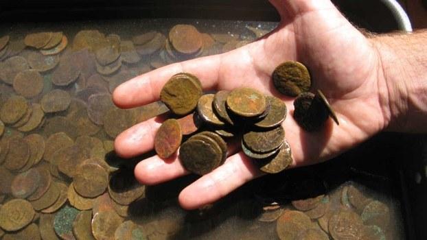 Как очистить бронзовую монету