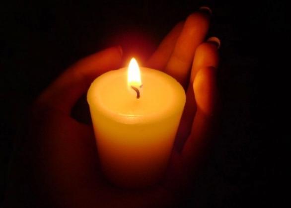 Как убрать пятнышка от свечи