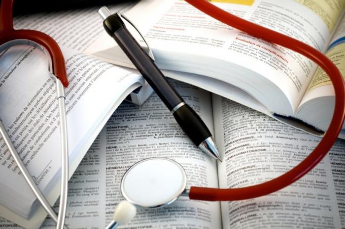 Как оформить больничный лист работнику