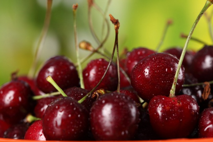 How to cook a compote of cherries