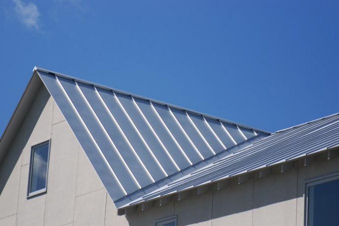 How to cover the roof with iron