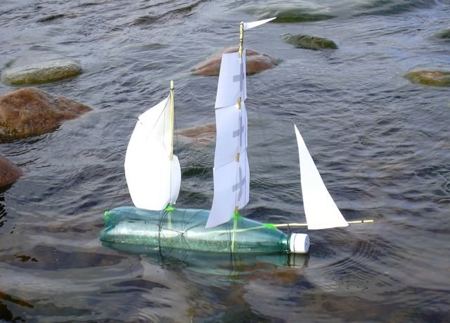 Плавающий кораблик своими руками