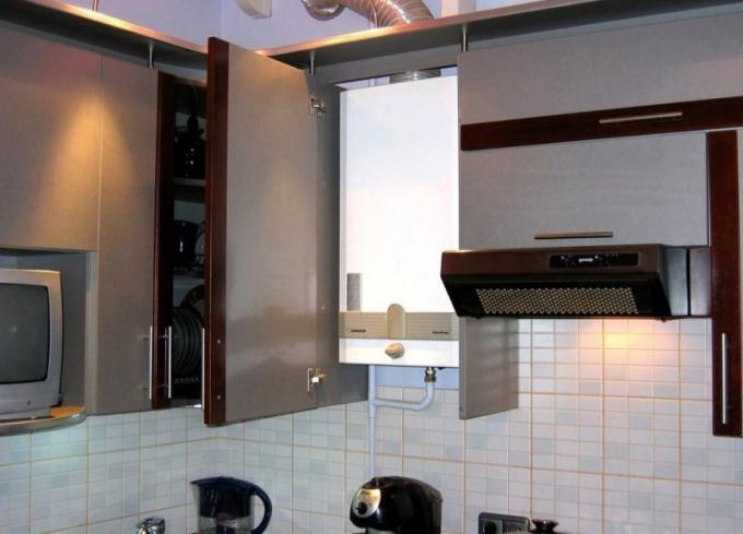 Как скрыть газовую колонку на кухне