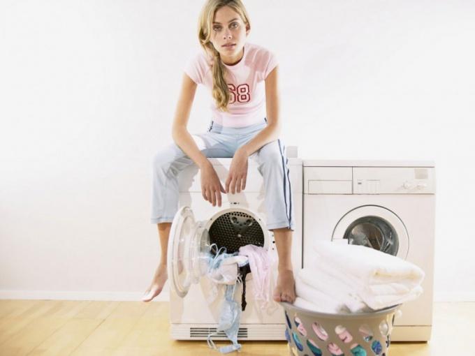 Как вывести полинявшие пятнышка на одежде