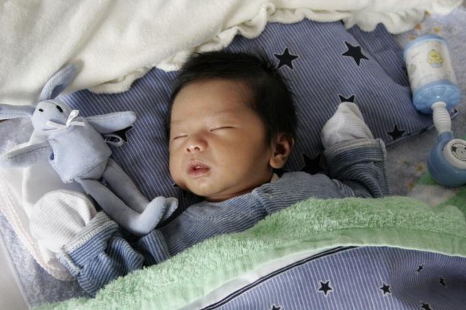 Как оформить детскую кроватку