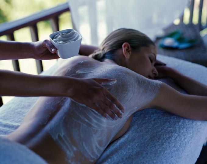 Как делать пилинг тела