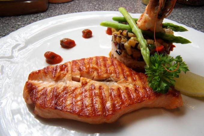 Как вкусно запечь красную рыбу