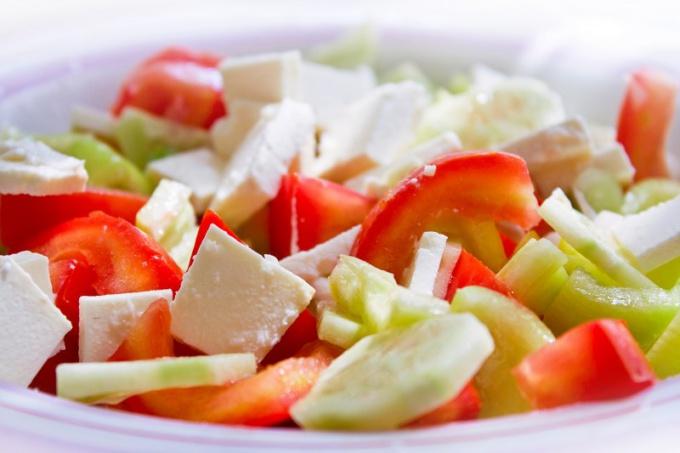 Как приготовить салат с крабовыми палочками и кукурузой
