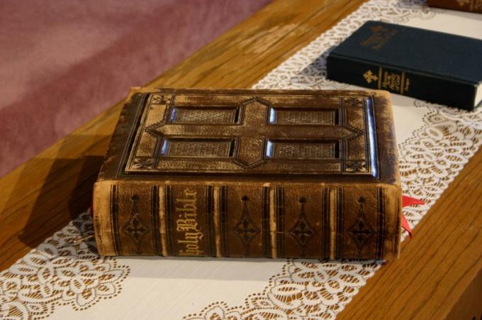 How to make a book antique