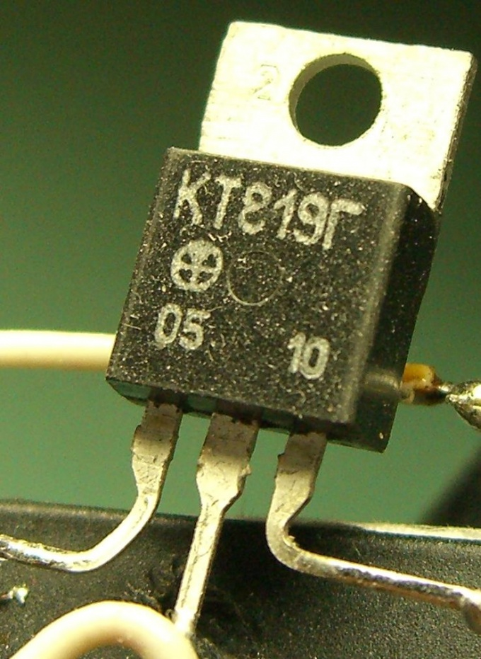 How to determine the base of the transistor