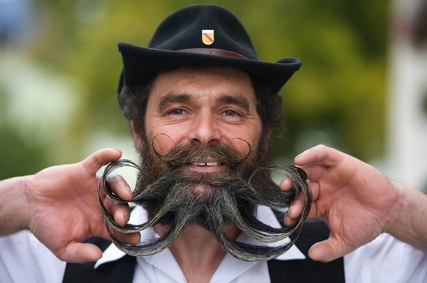 How to make a fake moustache