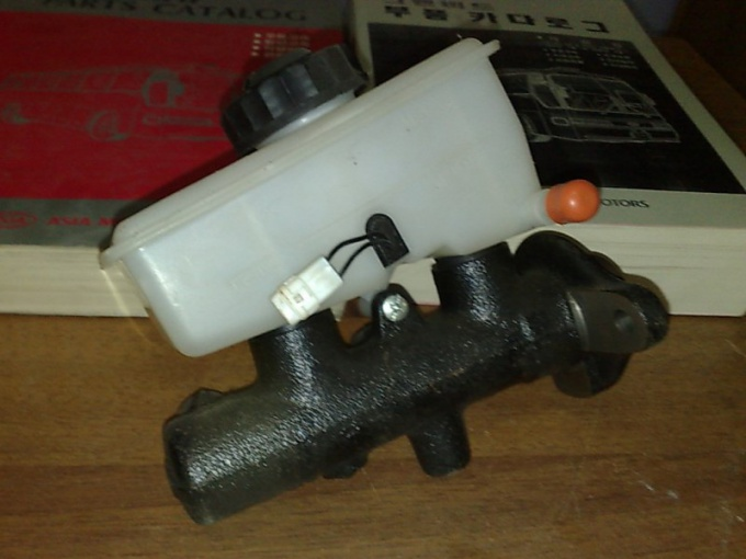 How to check brake master cylinder
