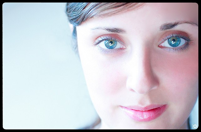 Как сделать себе из серых голубые глаза