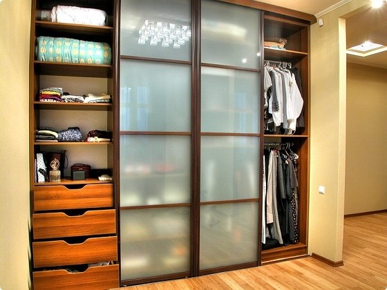 How to dismantle a wardrobe