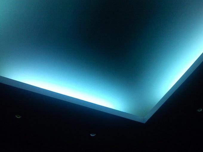 Как сделать подсветку натяжного потолка