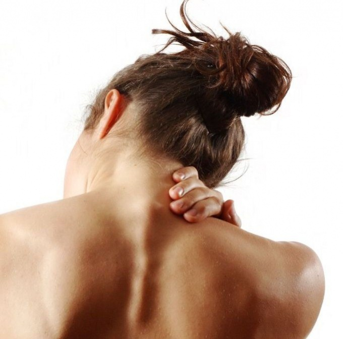 Как снять боль в шейном отделе