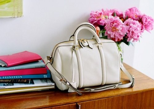 How to clean leather white bag