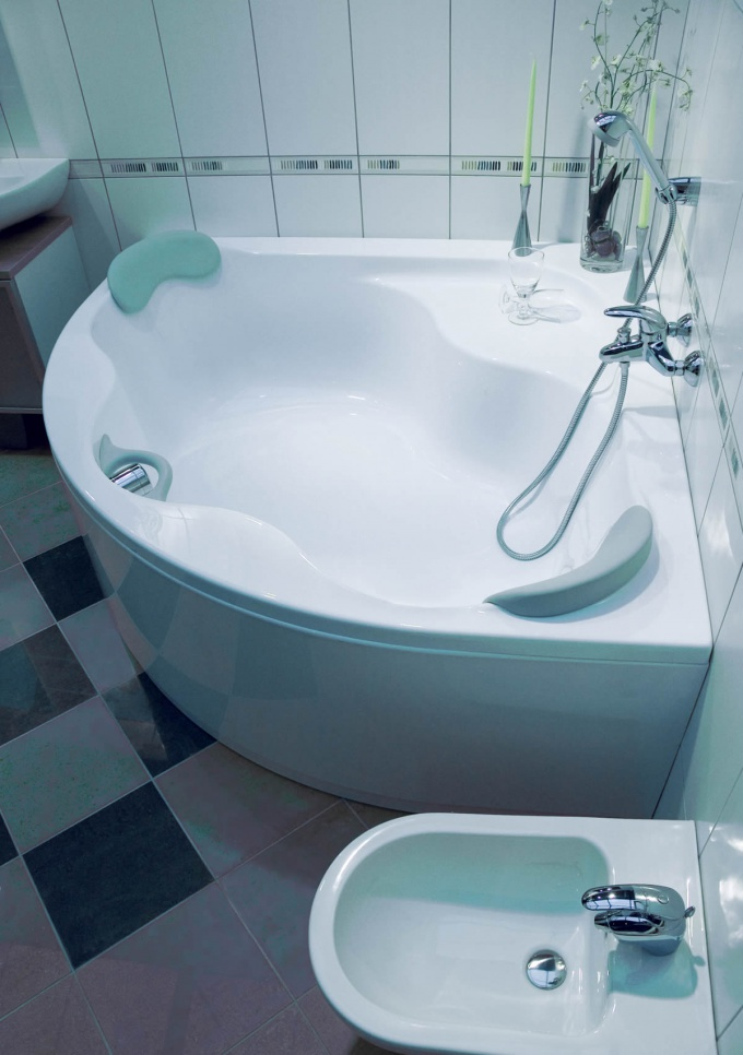 Как установить угловую ванну