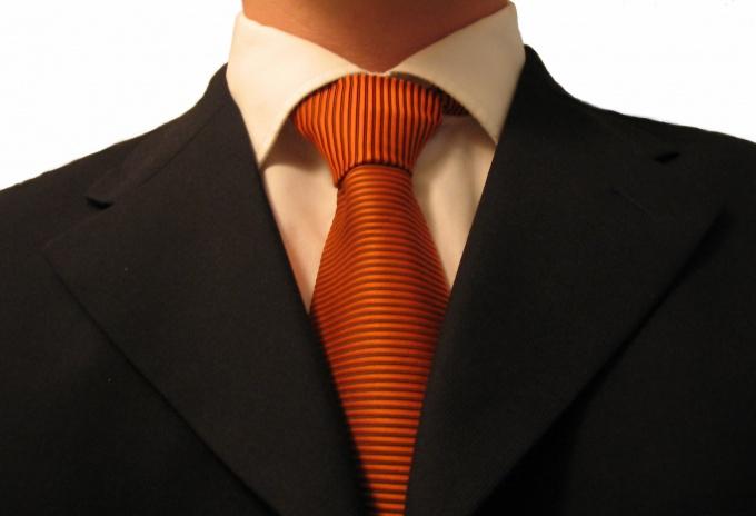 Как вывести пятно с костюма