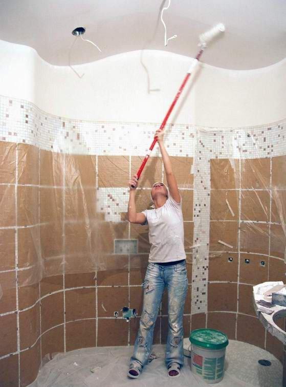 Ремонт ванной комнаты потолок своими руками