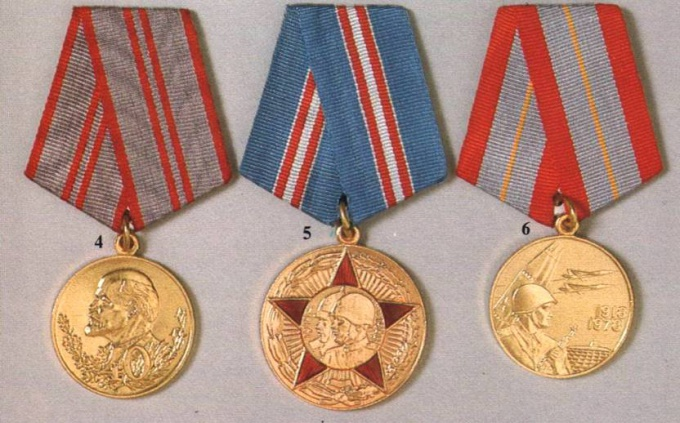 How to store medals