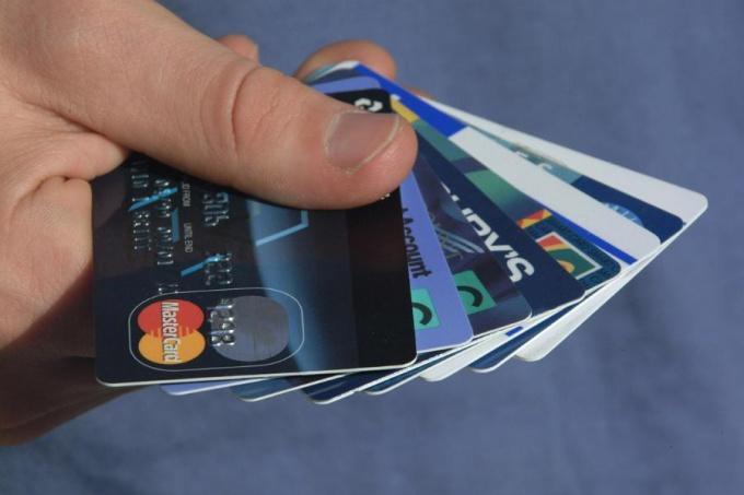 Банковская карта: как положить деньги