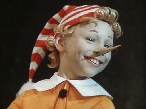 How to tie the cap Pinocchio