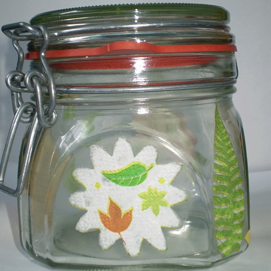 How to decorate a glass jar