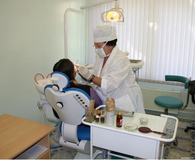 Как отбелить зубы в клинике