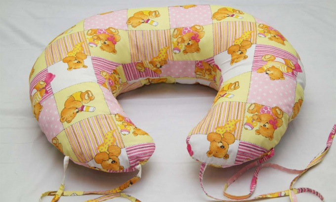 Как использовать подушку для кормления