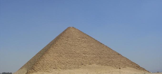 Как обнаружить площадь грани в пирамиде