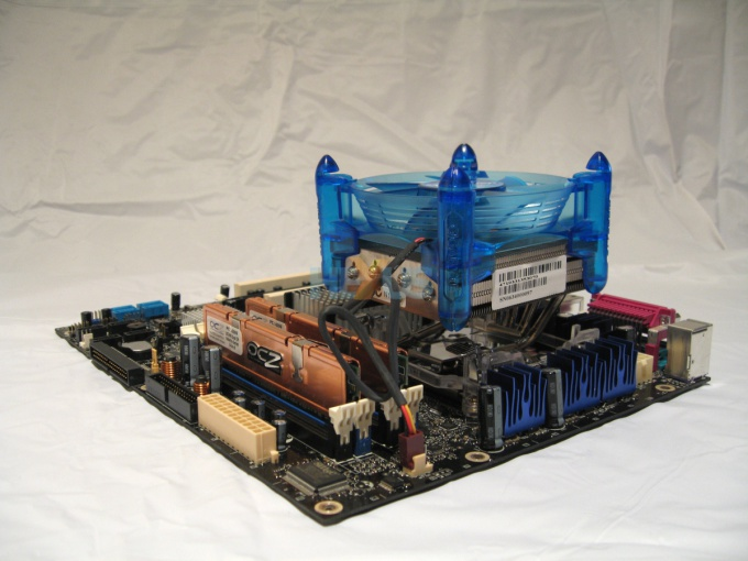 How to connect the fans to the motherboard