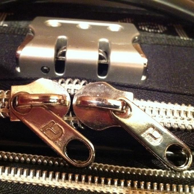 Как открыть чемодан с кодом