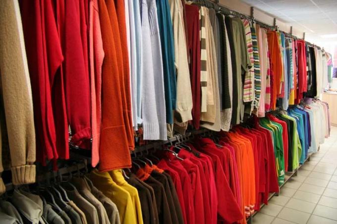 Как продать одежду оптом