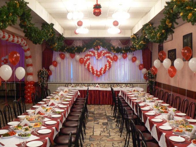 Как можно украсить зал для свадьбы