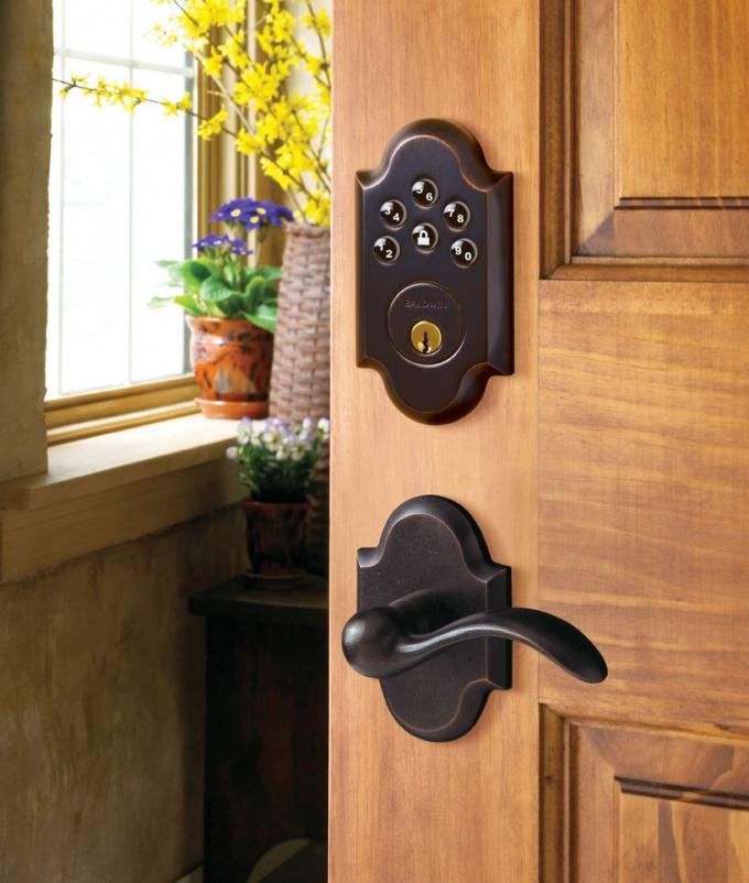Как починить дверной замок