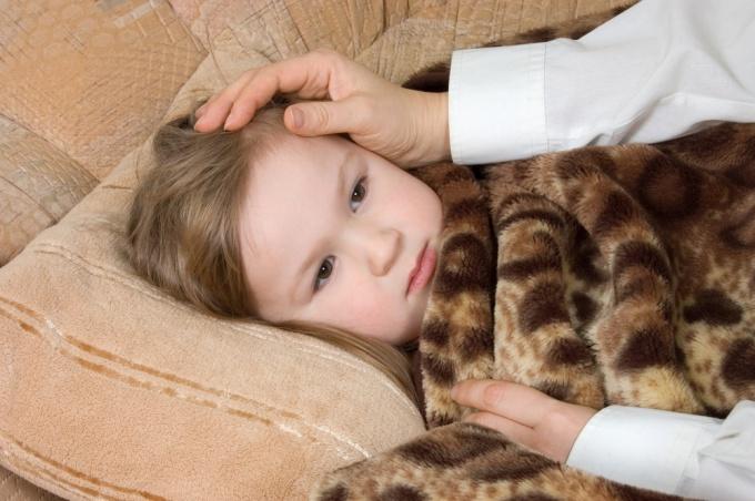 Как сбить жар у ребенка