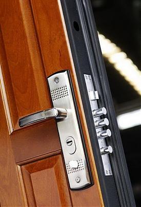 Как установить входную деревянную дверь