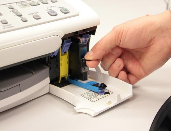 Как вытащить катридж из принтера