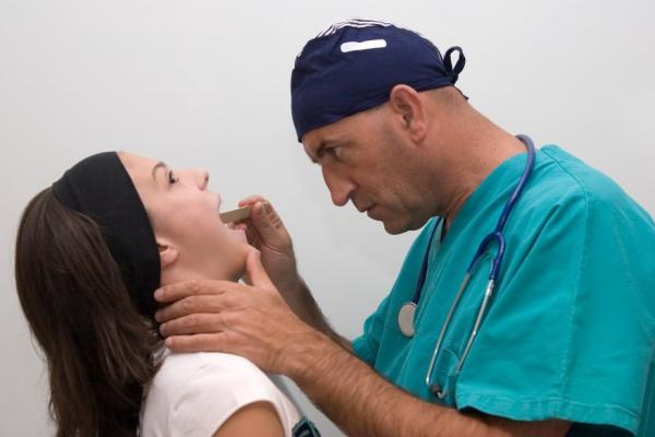 Как извлечь кость из горла