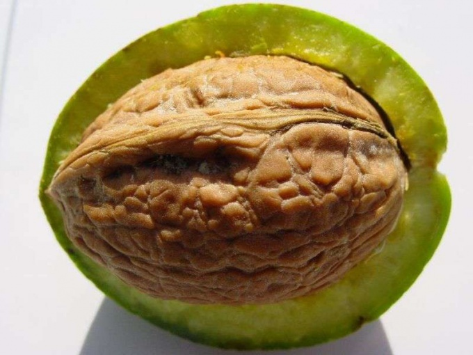 How to remove the bitterness of the walnut