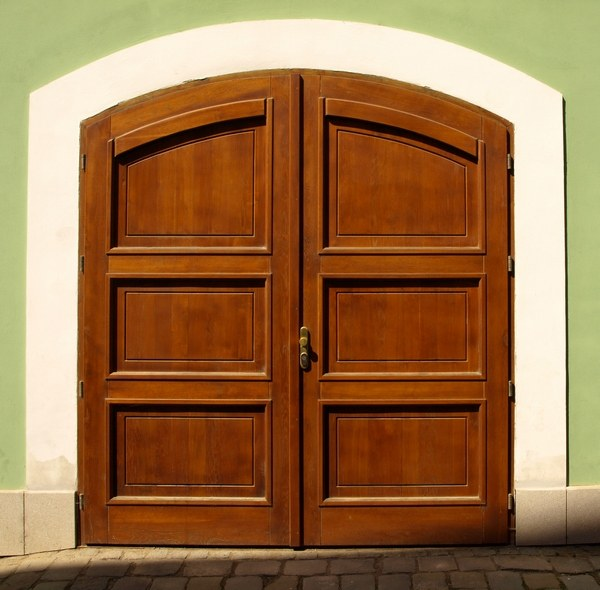 How to pick a door to the interior