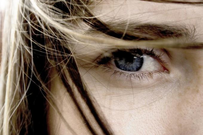 Как убрать мелкие морщинки у глаз