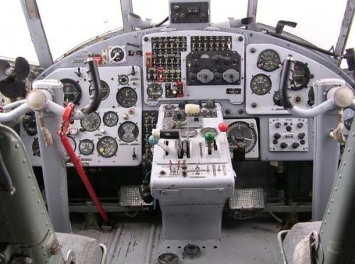 В кабине самолета АН-2