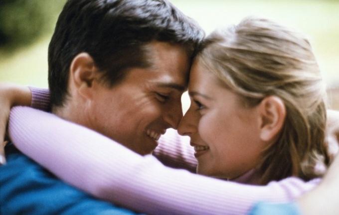 Как отличить любовь от симпатии
