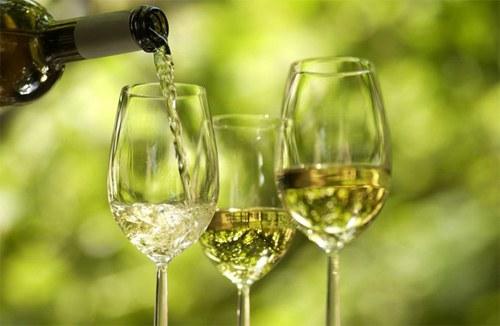 Как пить белое вино